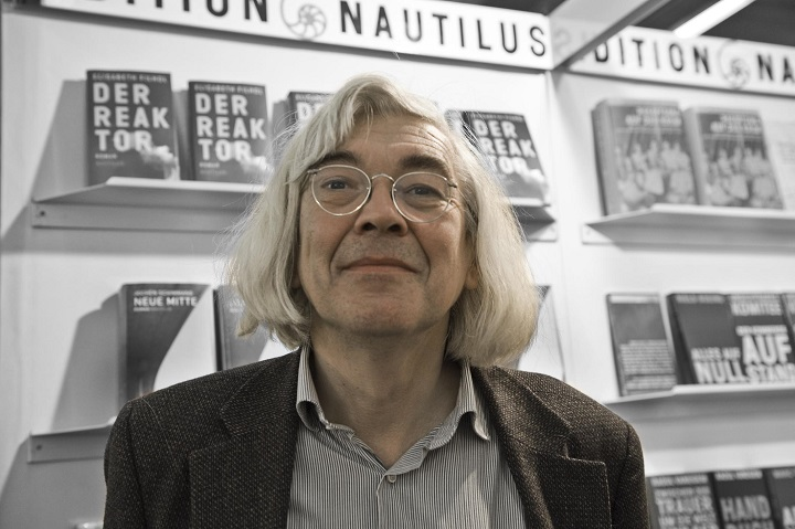Edition nautilus trauert um verleger lutz schulenburg for Dekorateur hamburg