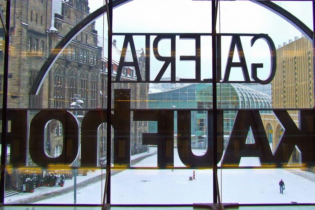 7702527220 Galeria-Kaufhof-Arbeitsplatzvernichtung-Karstadt -Filialschliessungen-Warenhauskette-Kritisches-Netzwerk-