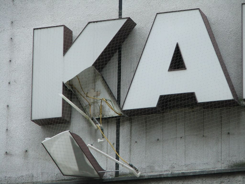 9457124f39 Galeria-Kaufhof-Insolvenz-Arbeitsplatzvernichtung-Karstadt -Filialschliessungen-Rene-Benko-