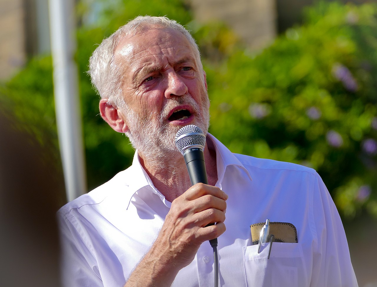 Jeremy-Corbyn-house-of-commons-unterhaus-labour-party-arbeitspartei-united-kingdom-kritisches-netzwerk-pazifismus-brexit-free-access-european-markets-great-britain-west-bank-gaza