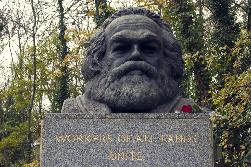 karl_marx_workers_of_all_lands_unite_trier_highgate_cemetry_london_jenny_das_kapital_kapitalismus_capitalism_kritisches_netzwerk.jpg