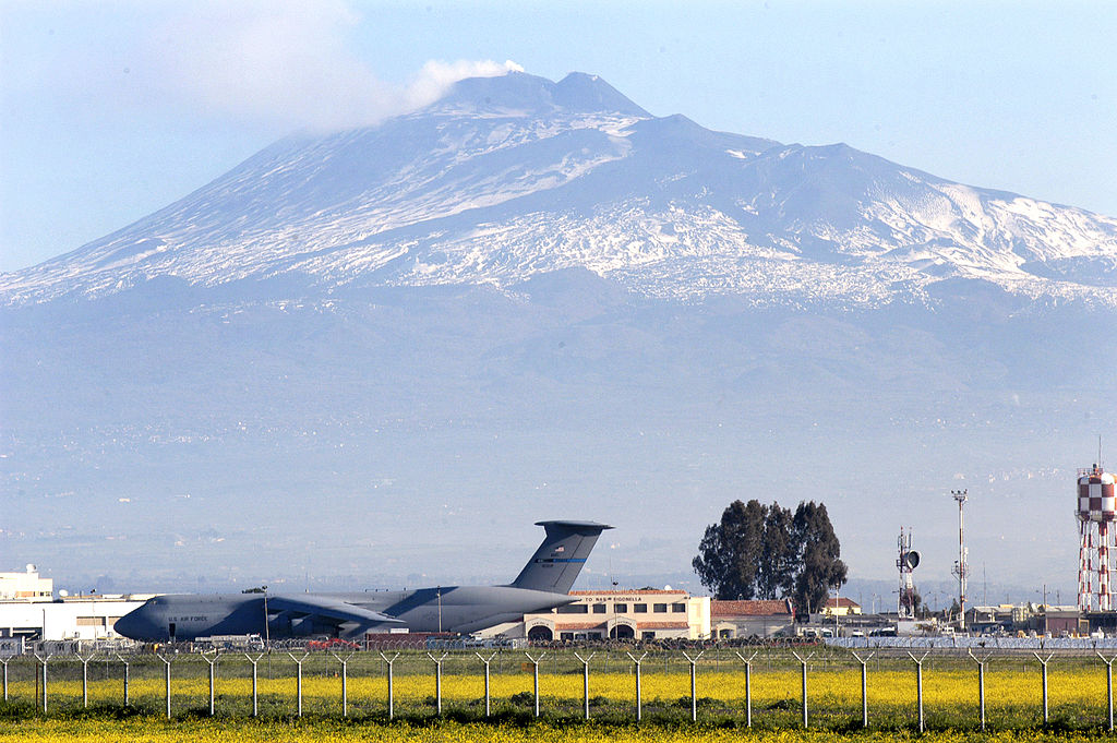 militaerflugplatz_sigonella_sizilien_marinefliegerbasis_us_navy_base_aerea_naval_air_station_catania_kritisches_netzwerk_alliance_ground_surveillance_africom_afrika_aetna_etna_nato.jpg