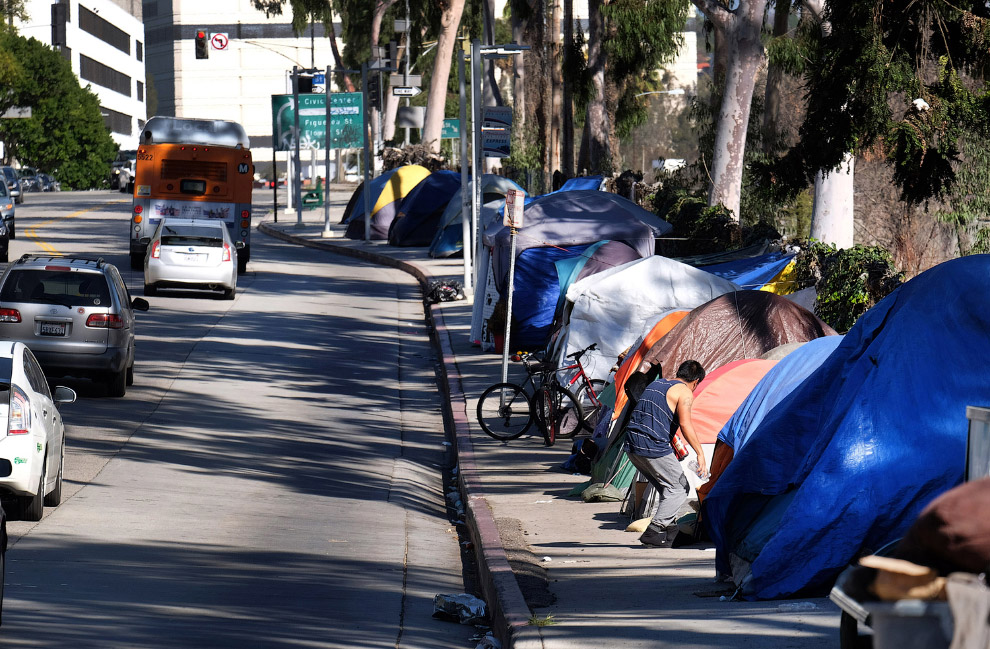 Tent-city-America-poverty-cities-homeless-camps-encampments-Zeltstaedte-homelessness-tax-gifts-policy-Kritisches-Netzwerk-working-poor-Arbeitsarmut-Erwerbsarmut-Verarmung-Verelendung