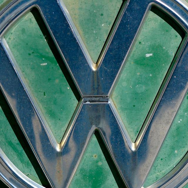 VW-Betriebsratschef Bernd Osterloh fordert Milliarden-Einsparungen .
